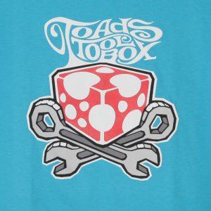 Toadstoolbox logo turkoosin sinisellä t-paidalla. (Valokuva tuotteesta)