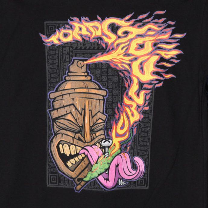 Kuva printistä, Toadstoolbox - Tiki mustalla t-paidalla. (Valokuva tuotteesta)